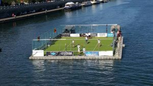 Campo de fútbol flotante